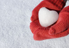 red-mittens-snow-heart-29045210